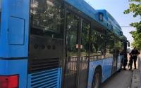 ДТП в Днепре: девушка выпала на ходу из автобуса
