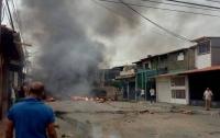 В Венесуэле протестующие сожгли родной дом Уго Чавеса