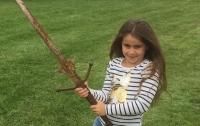 Школьница нашла в озере меч, который мог принадлежать королю Артуру