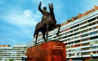 В Луганске подростки разрисовали памятник Ворошилову