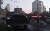 ДТП в Киеве: на ходу загорелся микроавтобус