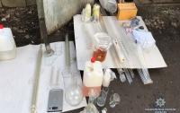 Киевлянин с гранатами организовал в гараже нарколабораторию