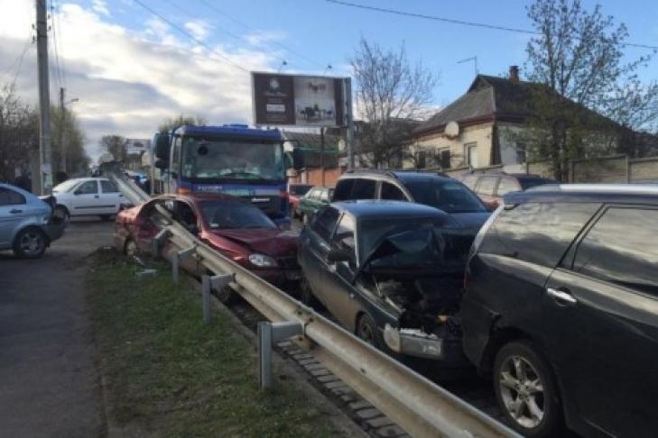 Серьезное ДТП: Столкнулись девять автомобилей (ФОТО)