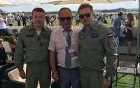 Директора киевского авиазавода уволили за фото в форме пилота ВКС РФ