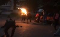 Мужчина поджег себя в толпе на центральной площади Луцка (видео)