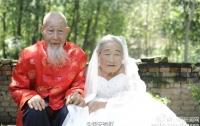 Китайская пара сделала первую свадебную фотосессию после 80 лет брака