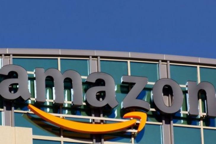 Руководитель Amazon прогулялся ссобакой-роботом вКалифорнии