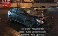 Жуткое ДТП в Киеве: пострадала беременная женщина-водитель (видео)