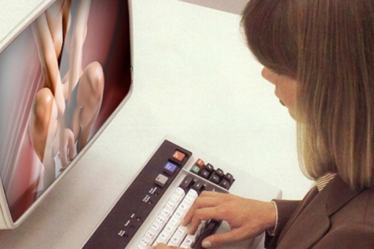 дама смотрит порнуху: