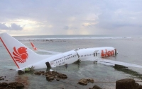О проблеме на борту упавшего в Индонезии самолета сообщили накануне