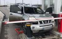 Водитель пожертвовал автомобилем, чтобы прорваться в Крым
