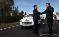 Янукович наградил Путина и Медведева именными пистолетами