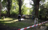 В Кривом Роге возле больницы обнаружили тело голой девушки