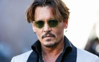 Джонни Депп напал на помощника на съемках фильма, - СМИ