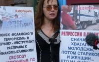 Несколько человек вышли в Санкт-Петербурге поддержать крымских татар (фото)