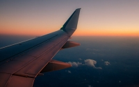 Молния ударила в самолет летевший из Стамбула в Тбилиси