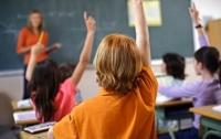 Закрыли уже сотню школ в Киеве
