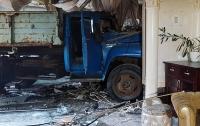 В Киеве ночью грузовик влетел в кафе