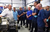 Либерман устроит на работу десятки инженеров