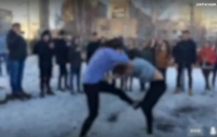 Школьники вели онлайн трансляцию драки одноклассниц (видео)