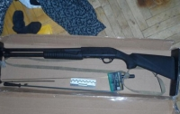 Киевлянин с ружьем напал на курьера