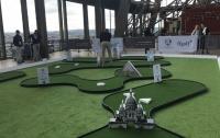 На Эйфелевой башне теперь можно поиграть в гольф