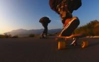 Слепой мужчина покорил Сеть удивительными трюками на скейтборде (Видео)