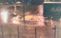 Девушка отказалась мириться с бывшим парнем, и он поджег ее автомобиль (видео)