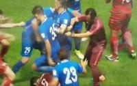 Во время футбольного матча в Китае началась драка (видео)