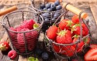 Опухоли исчезают бесследно: ученые назвали самую полезную ягоду