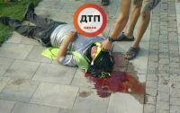 В киевском парке рабочий упал с высоты и разбился