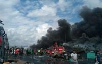 Десять человек погибли из-за пожара на корабле в Индонезии