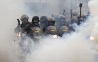 Приют для детей и престарелых закидали гранатами со слезоточивым газом