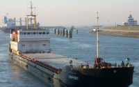 В Черноморске моряк забаррикадировался на судне