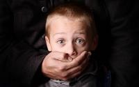 Мужчина со шрамом на лице похитил ребенка в Кривом Роге