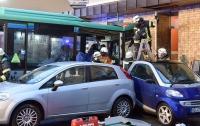 ДТП в Германии: автобус с детьми въехал в стену, десятки пострадавших
