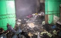 Люди едва не погибли в киевской многоэтажке из-за мусора