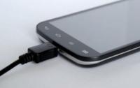 Как не испортить телефон во время зарядки
