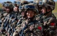 Китай представил боевых роботов c пулеметами