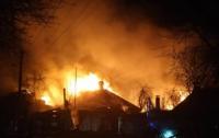 В Киеве произошел масштабный пожар: горят четыре дома
