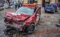 ДТП в Киеве: две легковушки от столкновения улетели на тротуар, есть пострадавшие