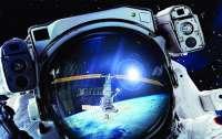 Редкие снимки: фотограф запечатлел МКС на фоне Солнца и Луны (фото)
