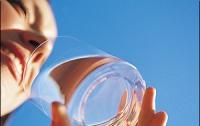 Сколько воды в день нужно пить летом?