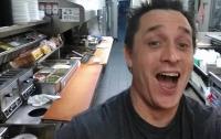 В Южной Каролине клиент сам приготовил еду в ресторане, пока повар спал