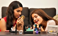 Девочки-подростки могут раньше повзрослеть из-за обычных духов