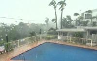 Спасайся, кто может: в Австралию пришел тропический циклон
