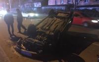Жуткая авария в Одессе: автомобиль лежит вверх тормашками