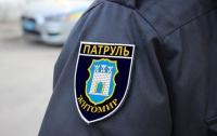 В Житомире женщина избила полицейского