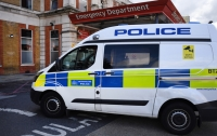 На востоке Лондона двух человек облили кислотой