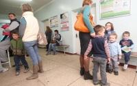 Детей без прививок запретили пускать в школы и садики